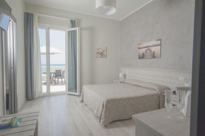 Hotel Lido – Camera matrimoniale con terrazzo attrezzato vista mare