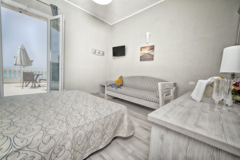 Hotel Lido – Camera tripla con terrazzo attrezzato vista mare