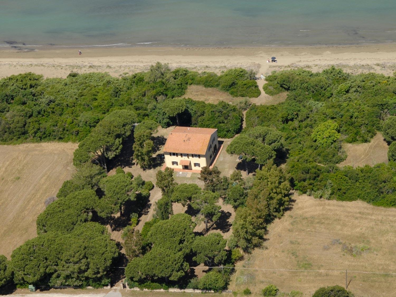 Casale Sprofondati sulla spiaggia della giannella